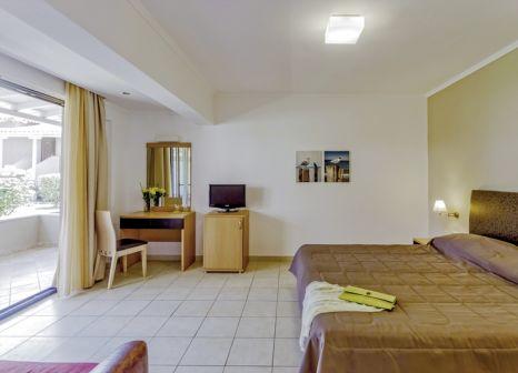 Hotelzimmer mit Tischtennis im Lagomandra Beach Hotel