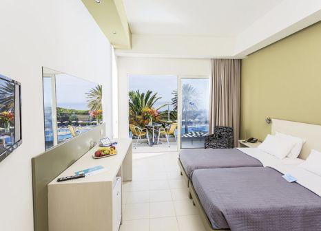 Hotelzimmer mit Mountainbike im Hotel Cathrin Rhodos