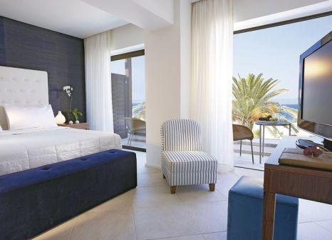 Hotelzimmer mit Volleyball im Amirandes Grecotel Exclusive Resort