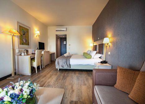 Hotelzimmer mit Volleyball im Dion Palace Resort & Spa