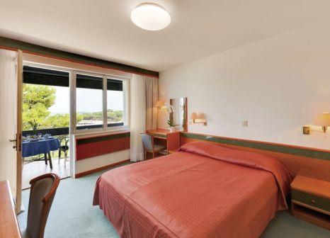 Hotelzimmer mit Mountainbike im Hotel Pineta
