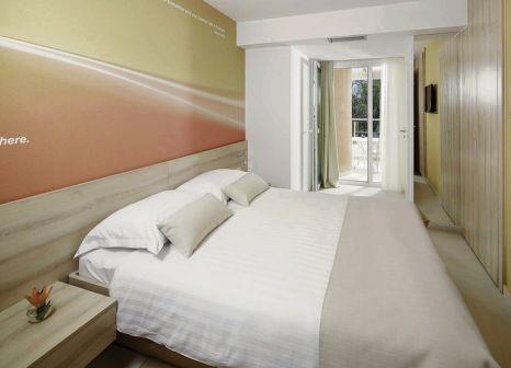Hotelzimmer mit Volleyball im Sol Umag Hotel & Residence