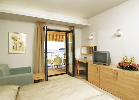 Hotelzimmer mit Mountainbike im Resort Petalon
