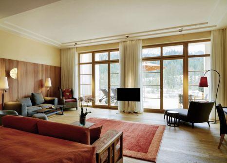Hotelzimmer mit Yoga im Schloss Elmau Luxury Spa & Cultural Hideaway