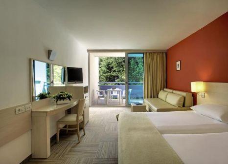Hotelzimmer mit Mountainbike im Valamar Crystal Hotel