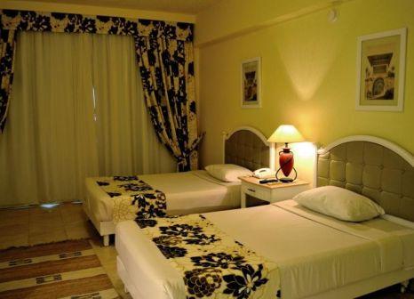 Hotelzimmer mit Mountainbike im TIA Heights Makadi Bay