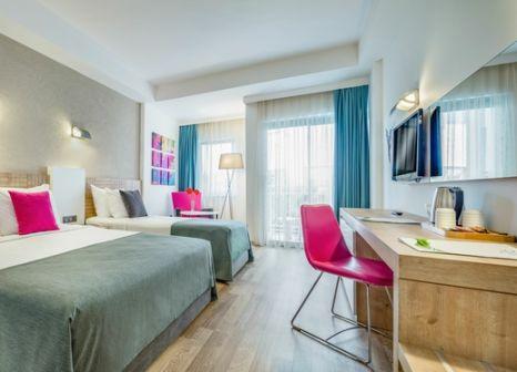Hotelzimmer mit Volleyball im allsun Hotel Novum Garden Side