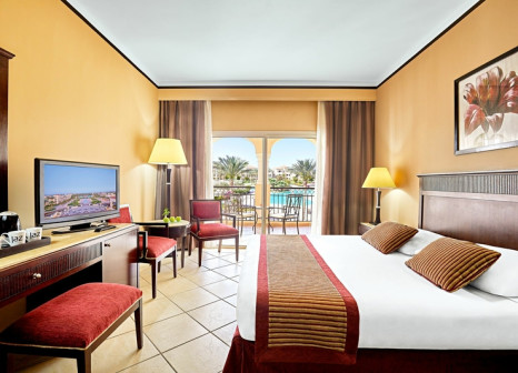 Hotelzimmer mit Volleyball im Jaz Mirabel Beach