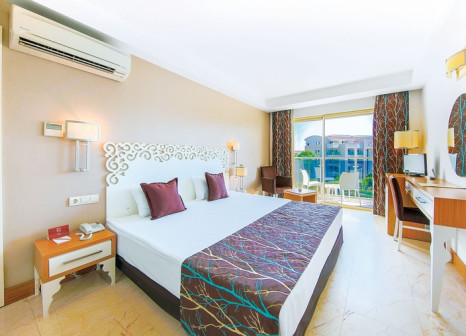 Hotelzimmer mit Mountainbike im Horus Paradise Luxury Resort