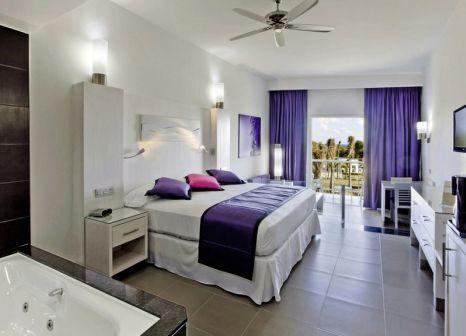 Hotelzimmer mit Volleyball im RIU Palace Mexico