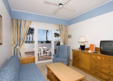 Hotelzimmer mit Mountainbike im Hotel Riu Paraiso Lanzarote