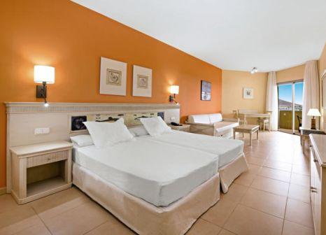 Hotelzimmer mit Volleyball im Iberostar Playa Gaviotas Park