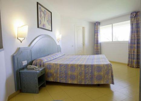 Hotelzimmer mit Mountainbike im PrimaSol Drago Park