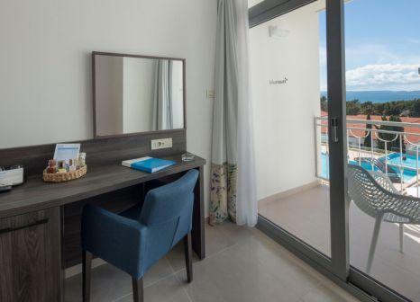 Hotelzimmer mit Mountainbike im Bluesun Hotel Alga