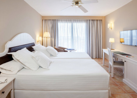 Hotelzimmer mit Mountainbike im Occidental Isla Cristina