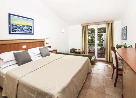 Hotelzimmer mit Yoga im Bluesun Resort Afrodita