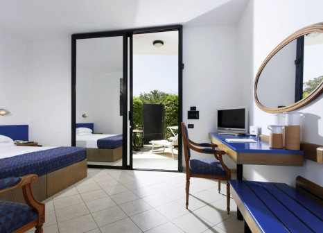 Hotelzimmer mit Mountainbike im Grand Hotel Masseria Santa Lucia