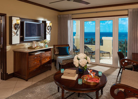 Hotelzimmer mit Volleyball im Sandals Grande Antigua