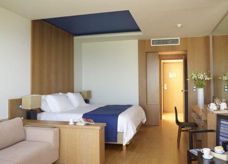 Hotelzimmer mit Volleyball im Atlantica Kalliston Resort & Spa