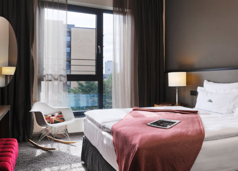 Hotelzimmer mit Massage im The George Hotel Hamburg