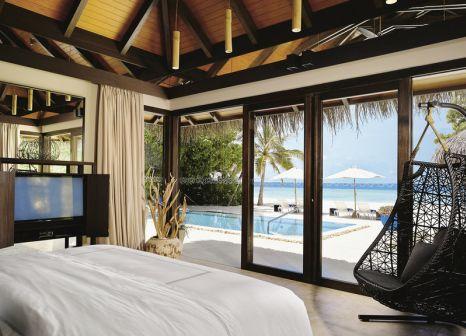 Hotelzimmer mit Volleyball im Velaa Private Island