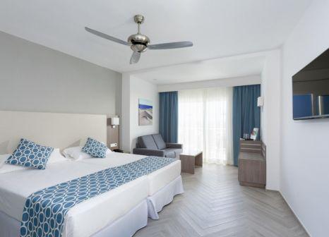 Hotelzimmer mit Mountainbike im Riu Papayas