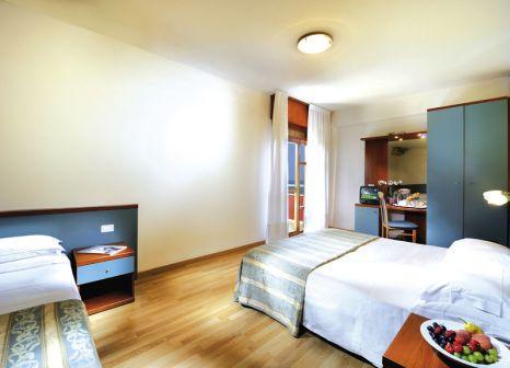 Hotelzimmer mit Mountainbike im Bembo