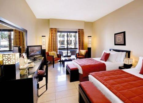 Hotelzimmer mit Volleyball im SENTIDO Reef Oasis Senses Resort