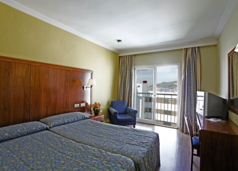 Hotelzimmer mit Mountainbike im Hotel Perla Marina