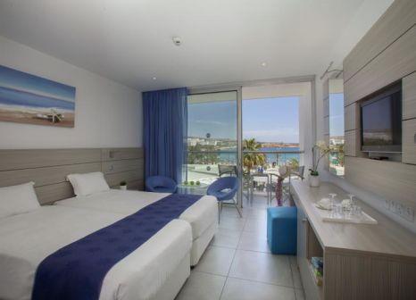 Hotelzimmer mit Tischtennis im Limanaki Beach Hotel