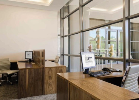 Hotelzimmer mit Pool im Hilton Windhoek