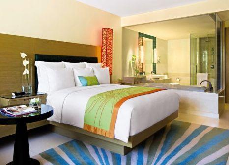 Hotelzimmer mit Yoga im Renaissance Phuket Resort & Spa