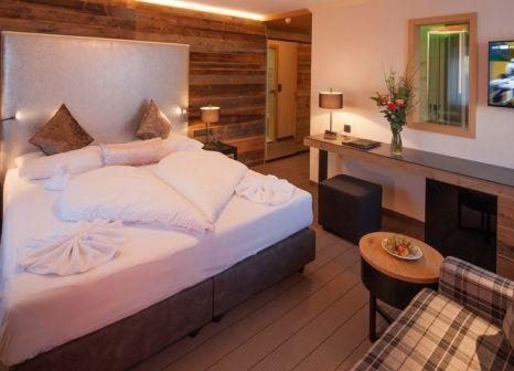 Hotelzimmer mit Mountainbike im Alpenhotel Mittagspitze