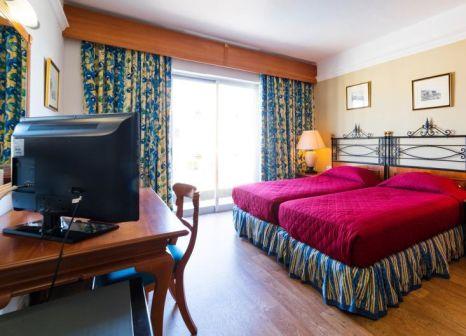 Hotelzimmer mit Tennis im Topaz Hotel