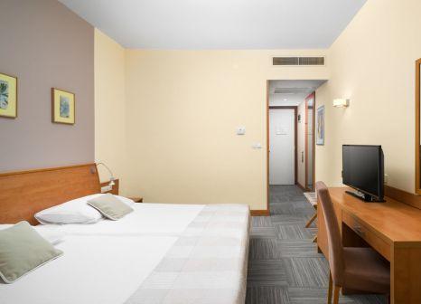 Hotelzimmer mit Mountainbike im Tirena Sunny Hotel by Valamar
