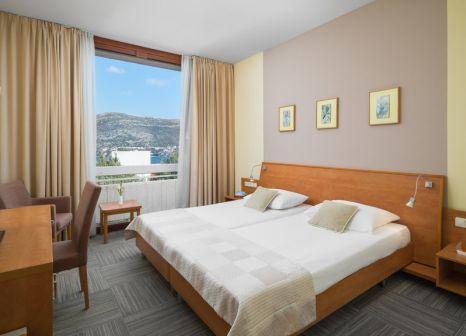 Hotelzimmer mit Volleyball im Tirena Sunny Hotel by Valamar