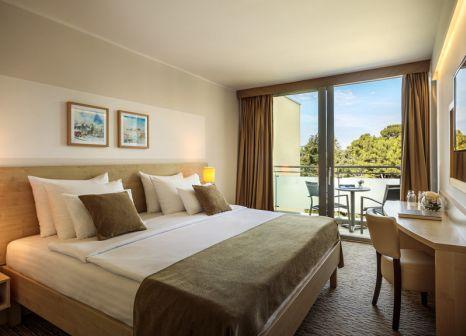 Hotelzimmer mit Volleyball im Valamar Parentino Hotel