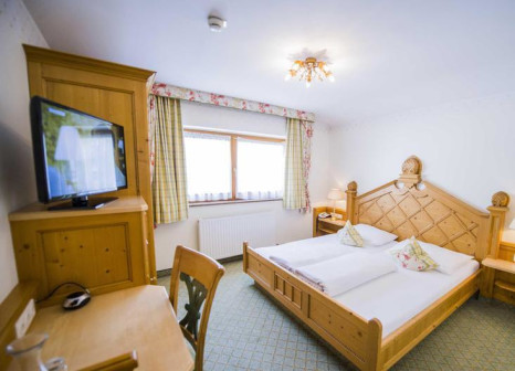 Hotelzimmer mit Mountainbike im Schwarzbrunn