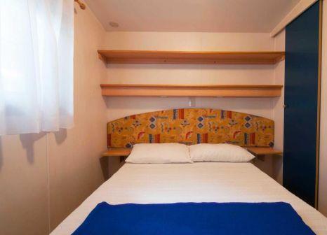 Hotelzimmer mit Volleyball im Camping Village Cavallino