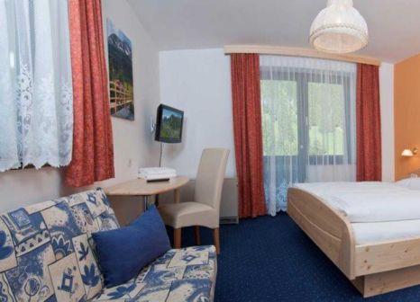 Hotelzimmer mit Mountainbike im Hotel Restaurant Platzwirt