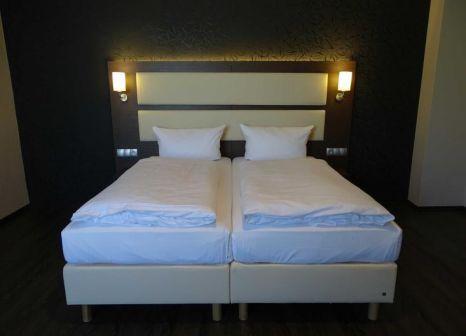 Hotelzimmer mit Hochstuhl im PLAZA Inn Hamburg Moorfleet