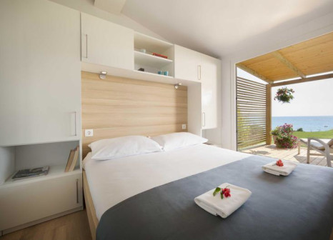 Hotelzimmer mit Mountainbike im Aminess Sirena Mobile Homes