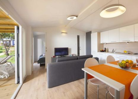 Hotelzimmer mit Volleyball im Aminess Sirena Mobile Homes