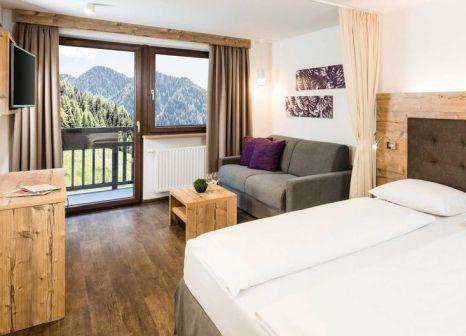 Hotelzimmer mit Mountainbike im Almina Family & Spa