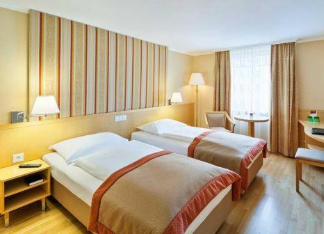 Hotelzimmer mit Hochstuhl im Austria Trend Hotel Ananas