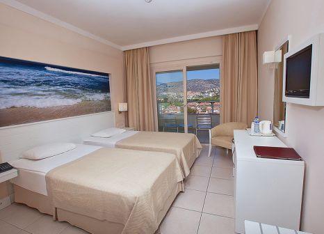 Hotelzimmer mit Volleyball im Batihan Beach Resort & Spa