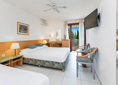 Hotelzimmer mit Volleyball im Bluesun Bonaca Resort