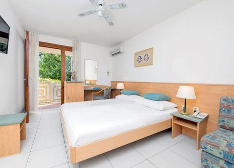 Hotelzimmer mit Mountainbike im Bluesun Bonaca Resort