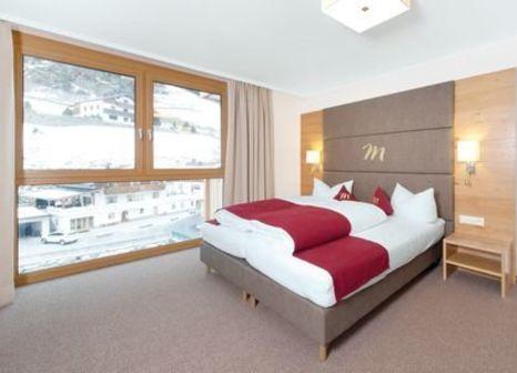 Hotelzimmer mit Tischtennis im Mallaun Hotel. Erlebnis