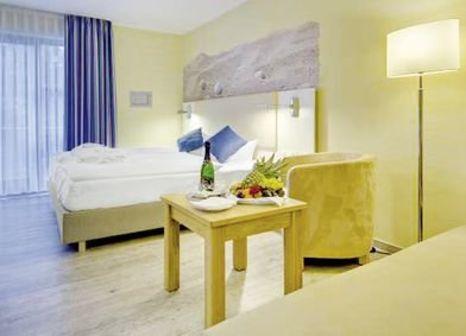 Hotelzimmer mit Mountainbike im Aquamaris Strandresidenz Rügen